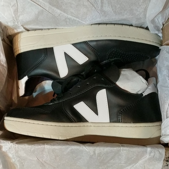 a7b36d5e85d1cb Veja V10 Black White Leather Women s Sneakers